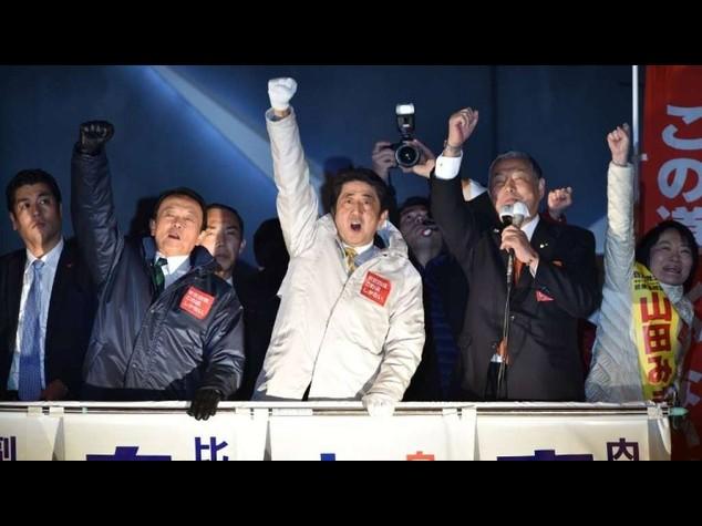 Giappone: premier uscente Abe vince le elezioni; suoi due terzi della Camera