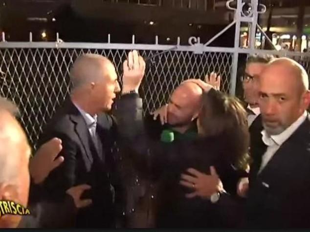 Striscia la notizia, Luca Abete fermato e aggredito dalla polizia -  VIDEO