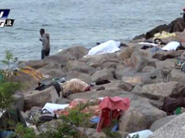 Immigrati: a Ventimiglia resiste gruppo su scogli Balzi Rossi