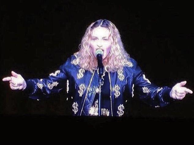 """Proposta indecente di Madonna, """"se votate Clinton vi faccio un p...."""""""