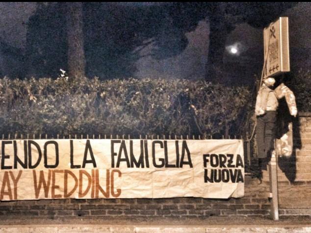 Gaywedding, Forza Nuova 'impicca' manichini alla fiera di Roma
