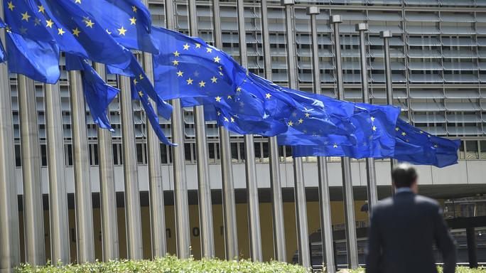 Accordo bilancio Ue, ma Italia si astiene