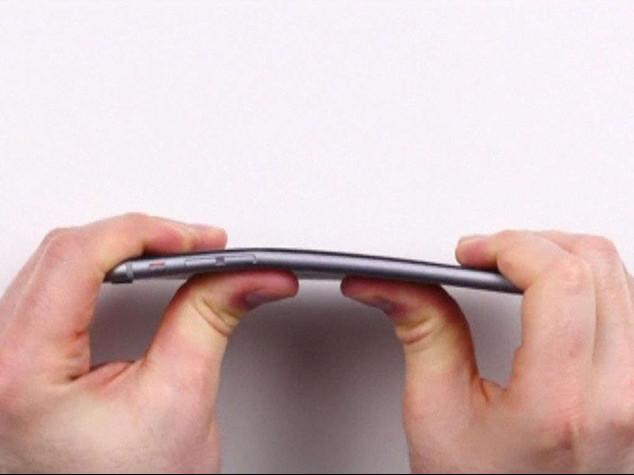 Apple: 'bendgate' per iPhone 6 Plus, si piega troppo facilmente