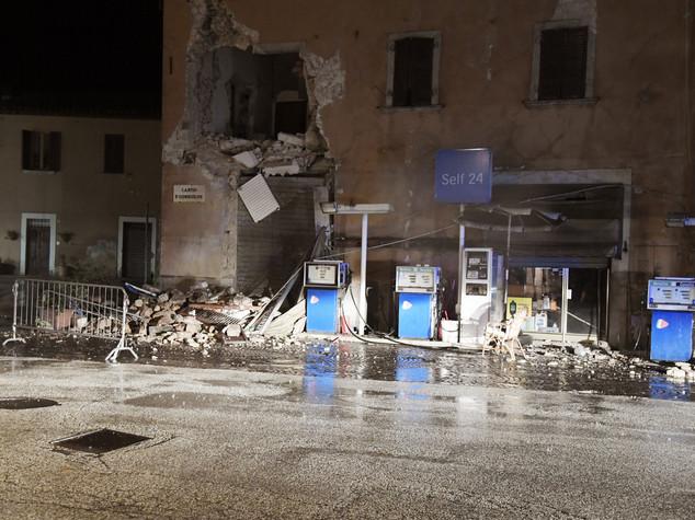 Terremoto notte di scosse infinite e di paura a visso - Casa senza fondamenta terremoto ...