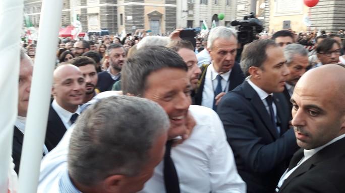 """Renzi, contro di me """"grande accozzaglia"""" da Berlusconi a Travaglio"""