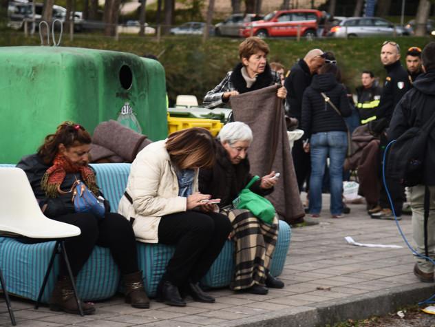 Terremoto: arrivano le tende; container prima di Natale