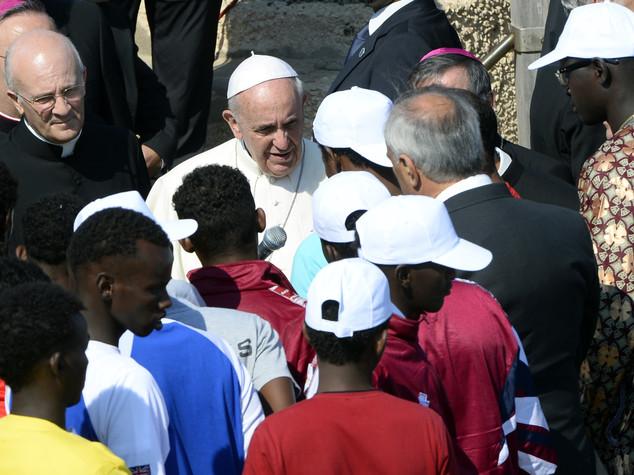 Venerdì della Misericordia, il Papa va dai preti sposati