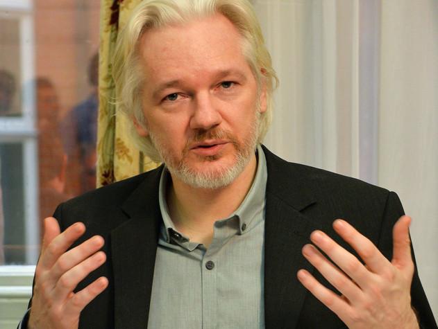Assange spiega perché Trump ha cambiato idea sulla Russia