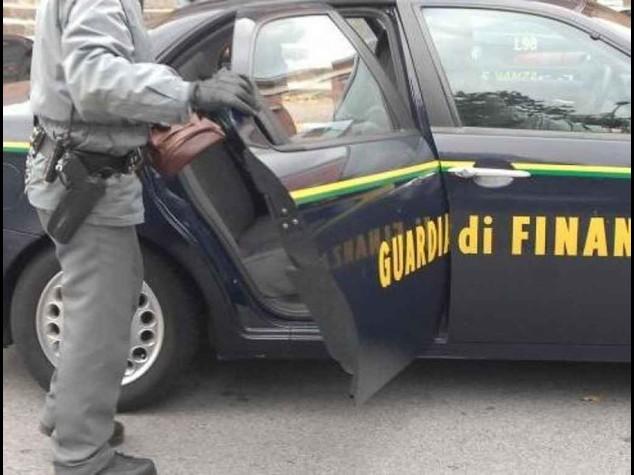 Mafia a Roma: gasolio per una 'nave fantasma', arresti alla Marina