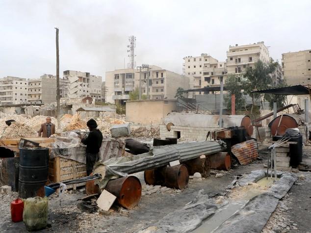 Siria: regime, ribelli e Isis, città sotto assedio