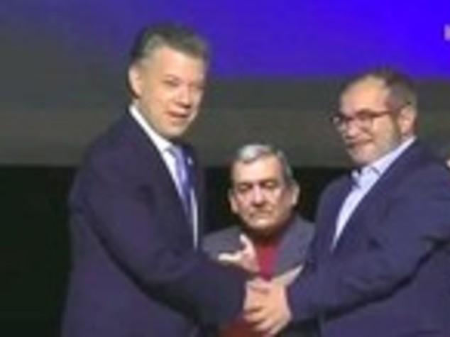 Colombia, dopo 52 anni governo e Farc firmano accordo di pace