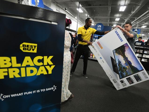 Black Friday da record ma lo shopping si sposta online