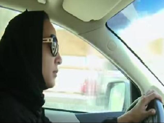 Donne al volante, principe saudita basta divieto, serve a economia