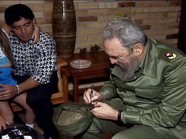 """Maradona a Cuba per i funerali di Castro, """"per me un secondo padre"""""""