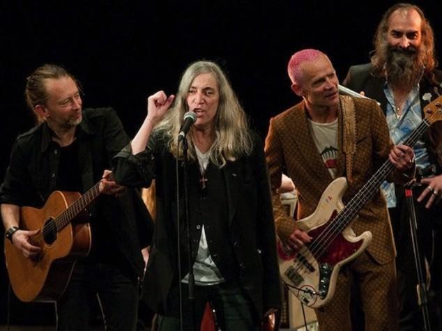 Nobel: Dylan non c'è, ma Patti Smith canta (e sbaglia) per lui