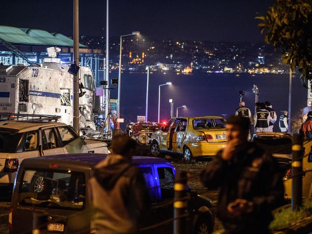Autobomba e kamikaze a Istanbul, almeno 38 morti