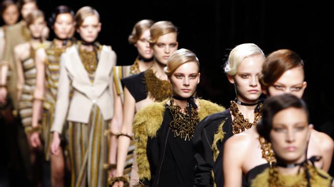 Dalla moda alle tlc. La lunga lista dello shopping francese in Italia
