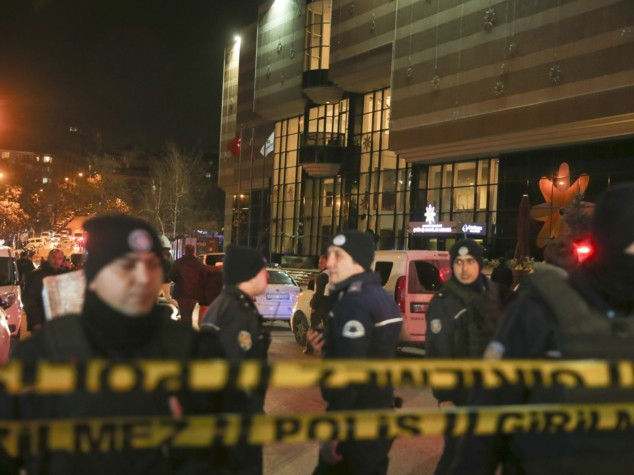Folle uccide Ambasciatore russo in Turchia. Mosca:
