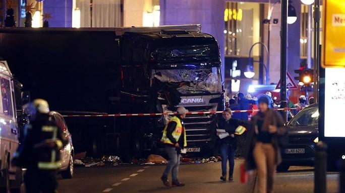"""Sospetto in fuga, """"dispersa un'italiana"""": Isis rivendica attentato di Berlino, cosa sappiamo"""