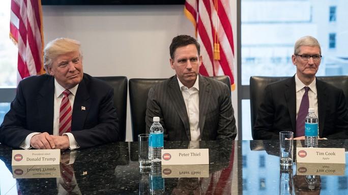 Perché Tim Cook si è seduto al tavolo con Trump