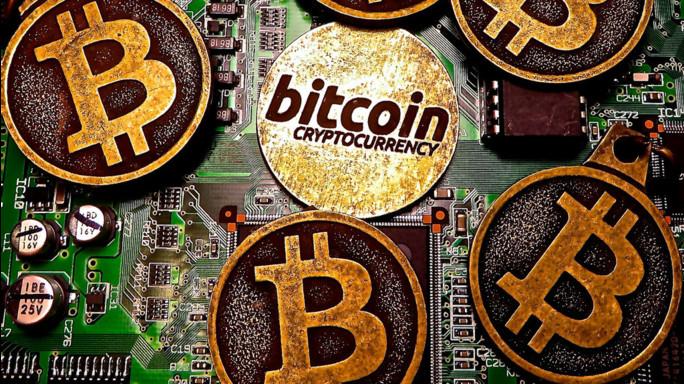 Per la prima volta il Bitcoin vale più di un'oncia oro