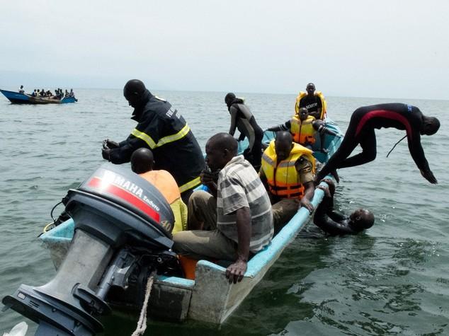 Naufragio su lago in Uganda, 30 morti; c'e' squadra calcio