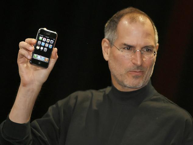 IPhone compie 10 anni. Jobs voleva reinventare il telefono, ma ha fatto molto di più