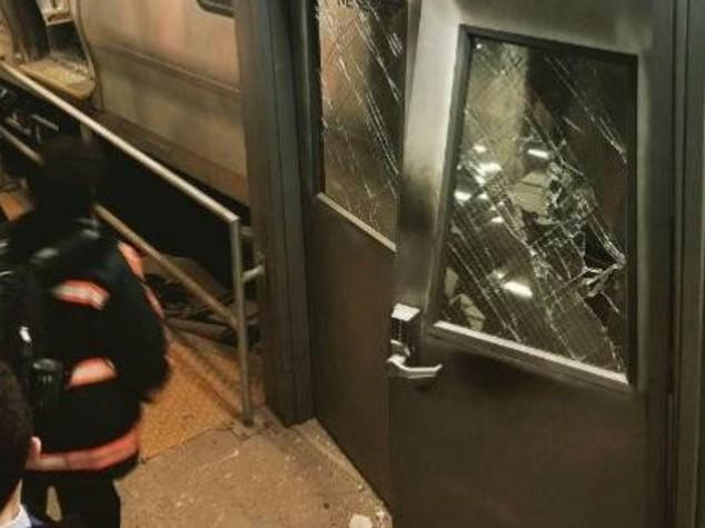 """Deraglia treno a Brooklyn, 103 feriti. """"andava troppo veloce"""""""