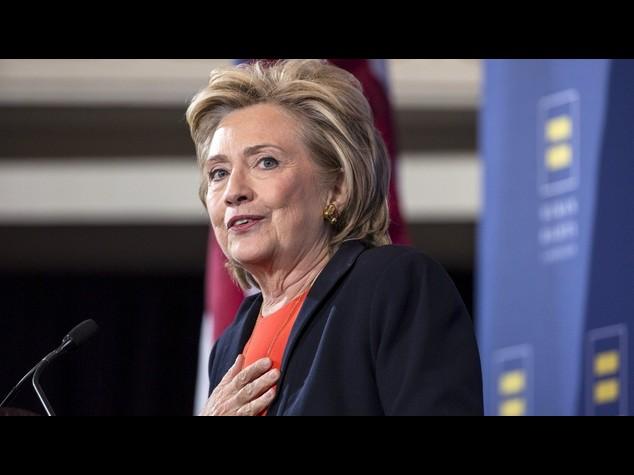 """Usa: Hillary Clinton va alla """"guerra delle armi"""""""
