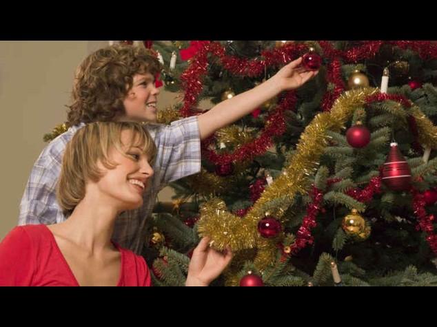 Natale: 8 italiani su 10 addobbano albero, si ricicla il vecchio