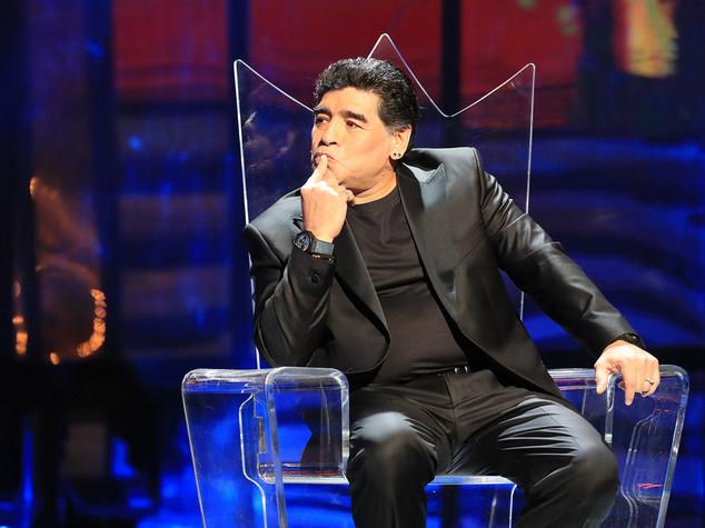 Maradona: 'Tre volte 10', Diego trionfa al San Carlo