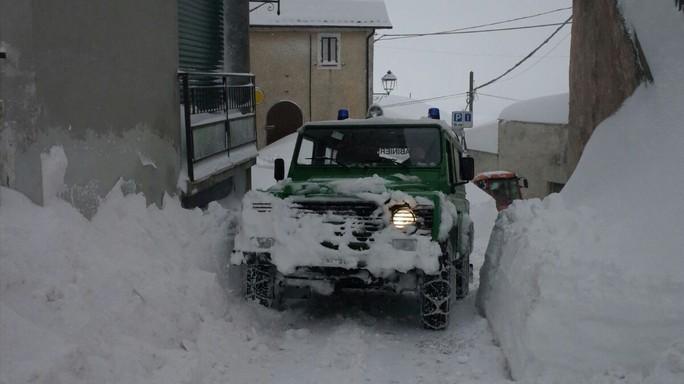 L'emergenza neve nel centro Italia e le altre foto del giorno