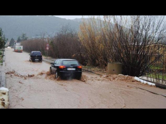 Maltempo: disagi nel Salernitano, allagamenti e auto in panne