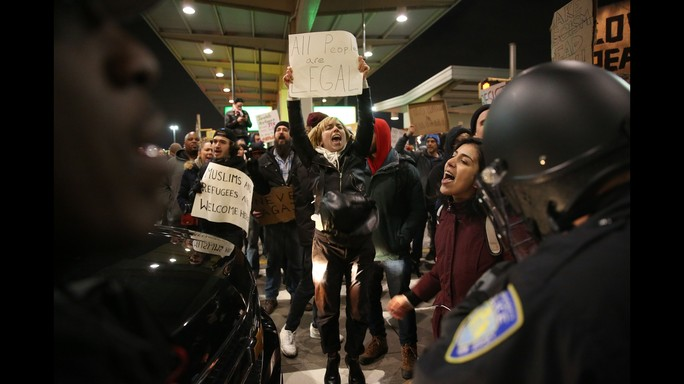 Migranti, rifugiati, turisti: il bando di Trump in 11 punti