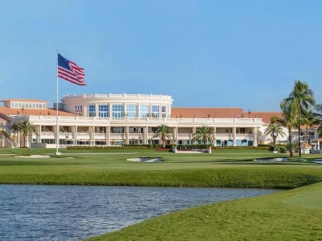 Trump compra un Golf Club e cambia le regole. Ma gli costa quasi sei milioni