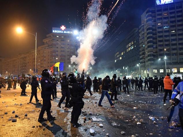 Romania: 4 giorni di fuoco costringono il governo a fare marcia indietro sulla corruzione