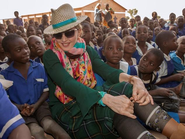 Altre due gemelle adottive per Madonna. Quanti figli ha ora la popstar