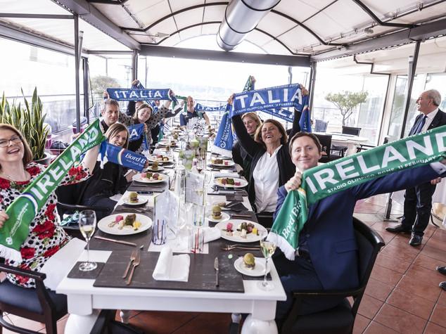 Al Giuda Ballerino si gioca Italia-Irlanda, il ct dell'ItalRugby scende... in tavola