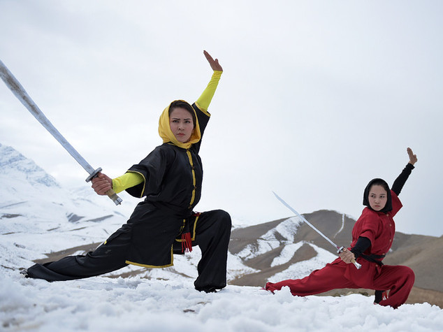 Le guerriere dell'Afghanistan che danzano sul ghiaccio