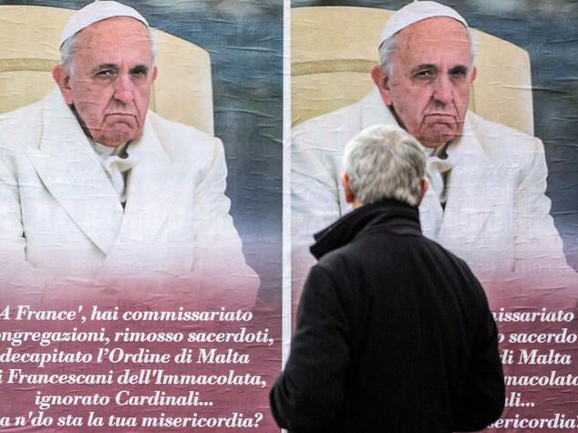 Falso Osservatore e manifesti anti-Papa: cosa succede in Vaticano?