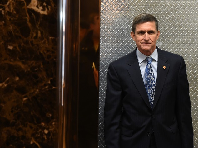 Cosa c'è dietro le dimissioni di Michael Flynn
