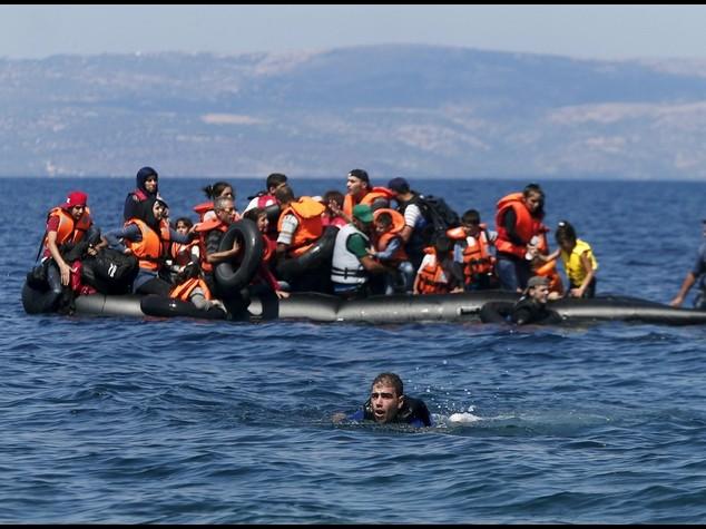 Ue, da ottobre blitz navali contro scafisti. Intesa su 160. 000 migranti