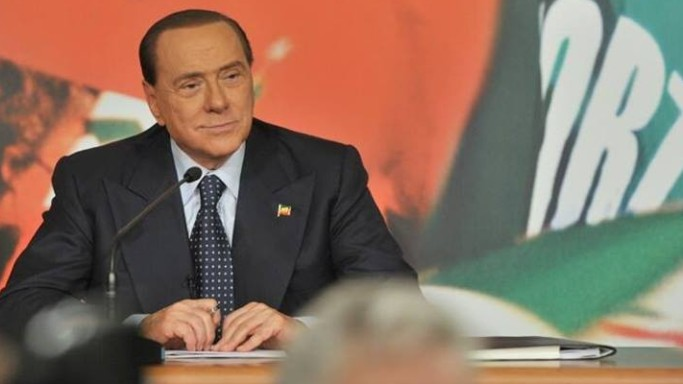Fra i due litiganti Berlusconi gode