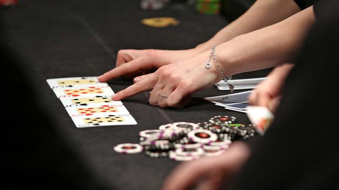 Come fa un computer a bluffare a poker (e vincere 1,7 milioni)