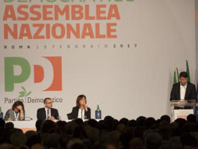 """Il giorno più lungo del Pd. Renzi: """"Peggio della scissione c'è solo il ricatto"""""""
