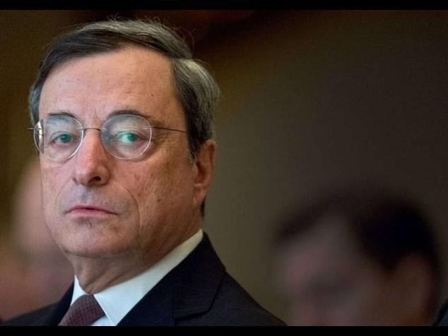 """Bce: Draghi dichiara guerra alla deflazione, """"pronti a fare nuovi interventi"""""""