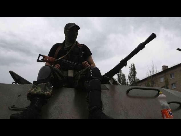 Ripresi scontri a Donetsk, Kiev bombarda zona stazione