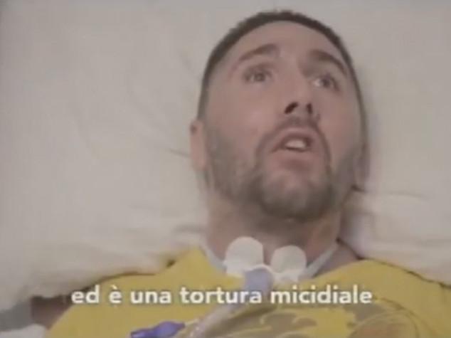 """Dj Fabo è morto. Finisce la """"lunga notte"""" durata tre anni"""