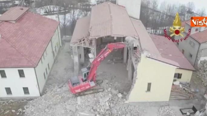 Le immagini dal drone dello 'smontaggio' della chiesa di Campotosto