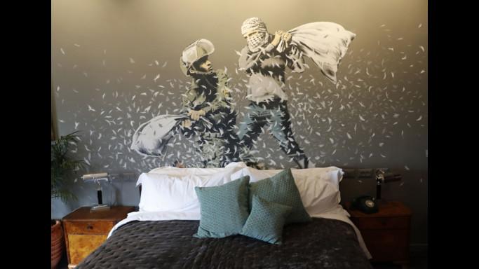 Il nuovo albergo a Betlemme firmato da Banksy. Con vista sul muro